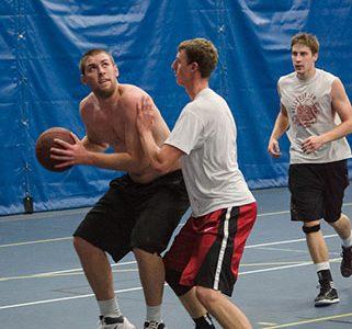 Men's basketball in full throttle