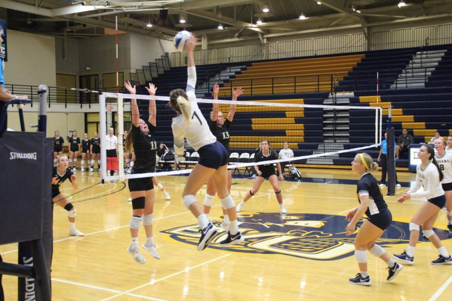 BVU Volleyball Falls Shy of Victory in Conference Opener