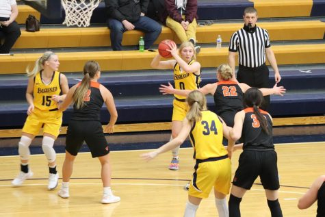 Hot Shots in Siebens Fieldhouse; Beaver Basketball Squads Sweep Luther at Home